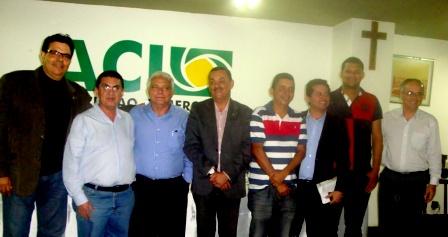 Luiz Ribeiro, presidente da ACI, acompanhado dos vereadores que apoiam a Campanha Transparência Já.