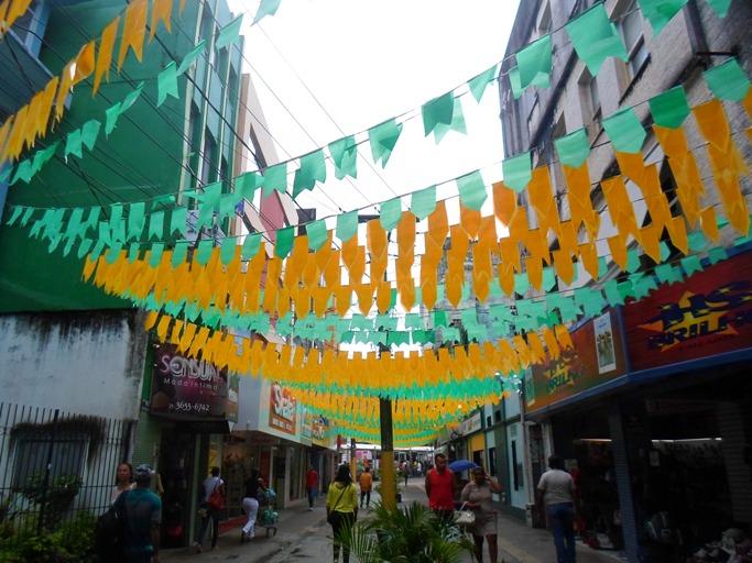 A única área enfeitada do centro comercial de Ilhéus. Foto: Thiago Dias.